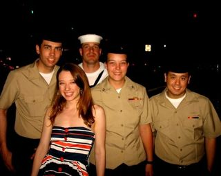 Vivianne en bonne compagnie pendant la «Fleet Week» (Photo: collection personnelle de Vivianne)