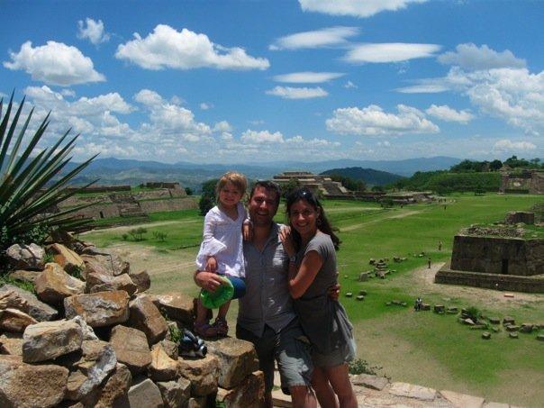 Nicolas St-Cyr, Isabelle Marjorie Tremblay et leur fille Sofia au Mexique l'été dernier