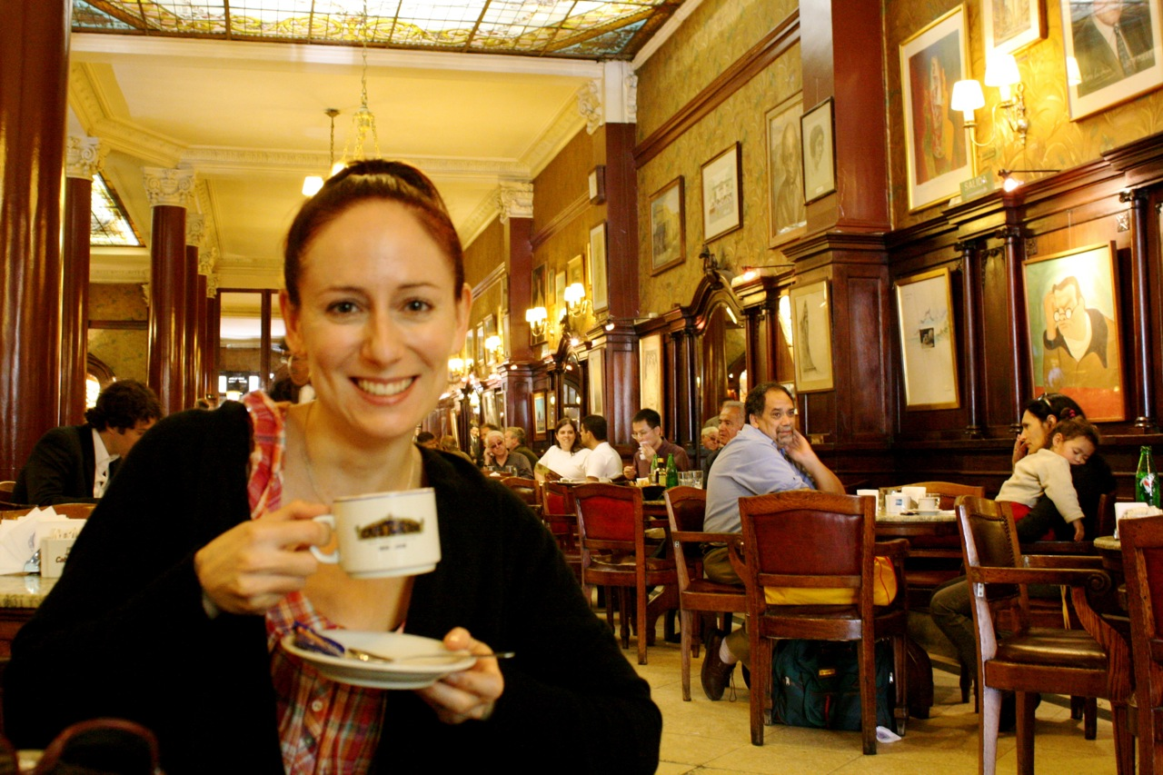 Café con leche cu Café Tortoni